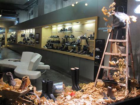 fall leaves window display   shoe store  prague