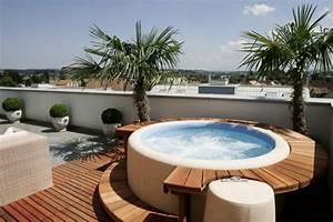 die vorteilhaften funktionen vom whirlpool im uberblick With whirlpool garten mit kleiner wintergarten balkon