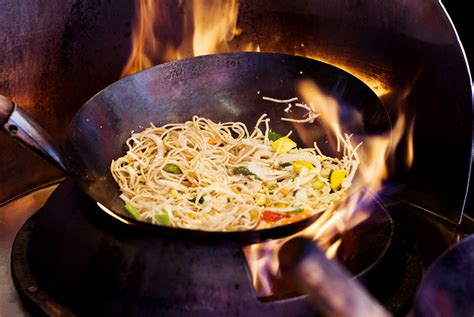 cook cuisine wok
