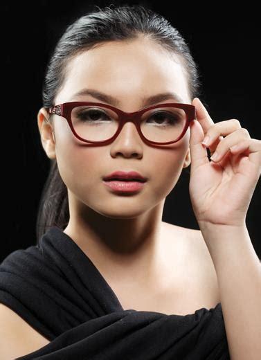 papasemar sesuaikan frame kacamata dengan bentuk