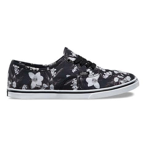 blurred floral authentic lo pro shop womens shoes at vans