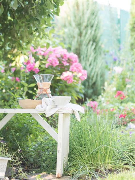 Ability to work early morning hours. Prairie Charm: Morning coffee in the garden / Ranná káva ...