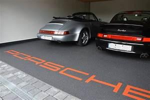 Garage Größe Für 2 Autos : exklusive steinteppiche garage mit porsche ~ Jslefanu.com Haus und Dekorationen
