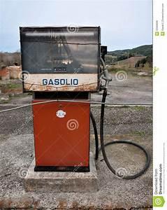 Vieille Pompe A Essence : vieille pompe essence diesel d 39 essence italie photo stock image du vieux disused 22569006 ~ Medecine-chirurgie-esthetiques.com Avis de Voitures