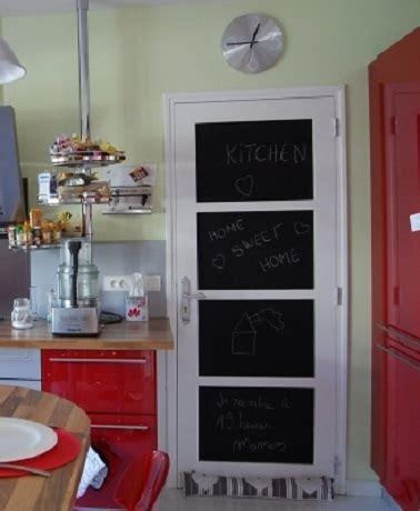 la porte de la cuisine une porte peinture tableau noir dans la cuisine