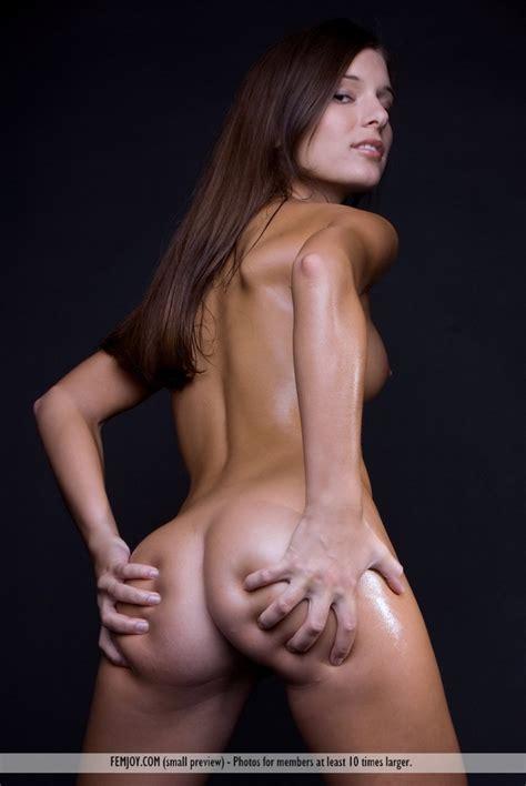 Izabelle Oiled Body Redbust