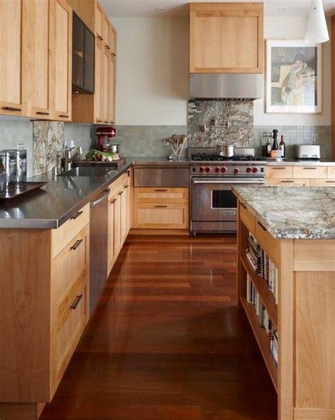 photos of kitchen backsplash 1000 ideas about maple kitchen on craftsman 4162