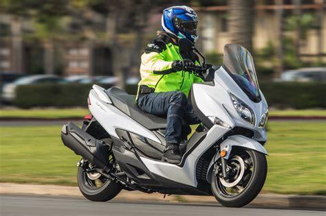 2019 Suzuki Burgman 650 by 2018 Suzuki Burgman 400 Abs Review 14 Fast Facts