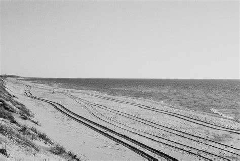 foto hitam putih pemandangan  pantai lithuania fotocoid