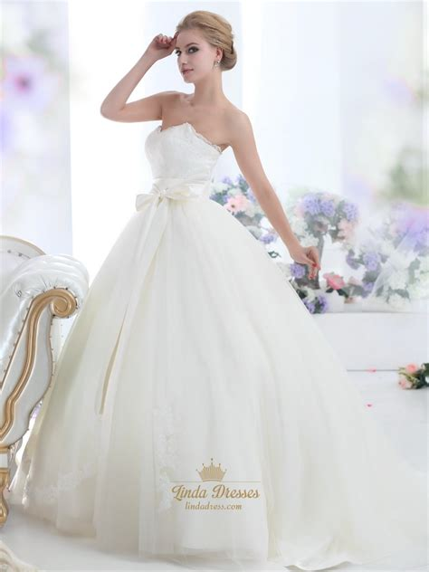 Ivory Lace Bodice Sweetheart Ball Gown Tulle Wedding Dress