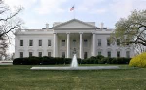 a la maison blanche affaire des emails la maison blanche ne veut 171 ni critiquer ni d 233 fendre 187 le chef du fbi