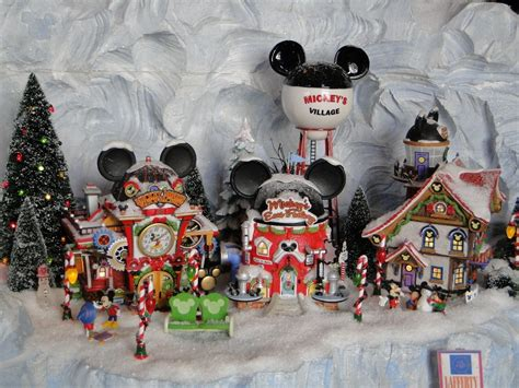 disneys yacht club christmas decorations   mickey