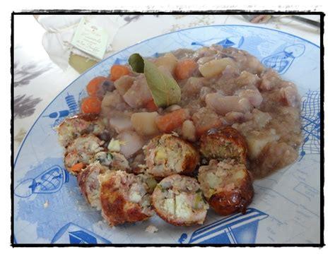pot 233 e aux choux rouges et aux saucisses de pommes de terre