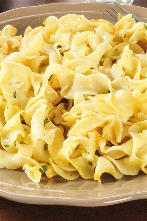 egg noodle recipe the best buttered egg noodles recipe creamy flavorful and done in only 10 minutes