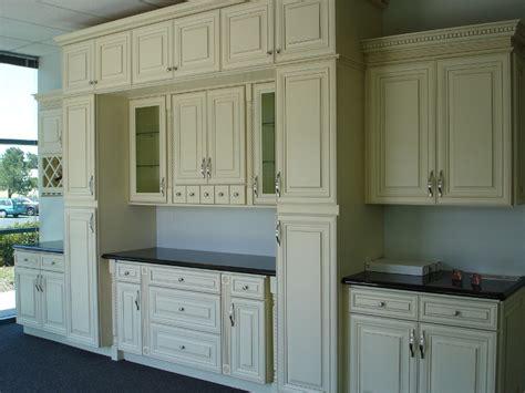 maple glaze cabinets kitchen creme maple glazed raised panel kitchen cabinets 7351