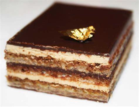 gateau de biscuits enrobe de creme dessert au chocolat