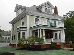 How much to paint exterior of house with green and white