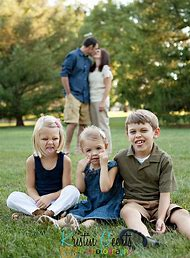 Cute Family Poses For Pictures