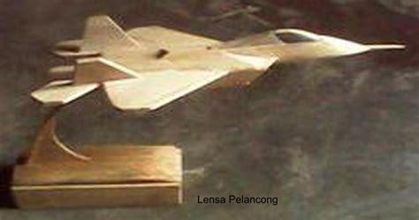kerajinan miniatur pesawat  bambu lensa pelancong