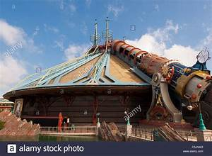 The Space Mountain Mission 2 roller coaster ride at ...