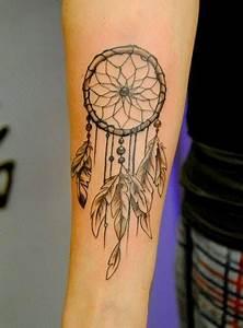 Tatouage Attrape Reve : 32 dreamcatcher tattoos on arm ~ Carolinahurricanesstore.com Idées de Décoration