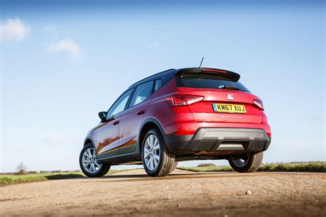 seat arona se technology   crossover  decent