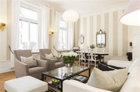 16 Lovely Living Rooms With Striped Walls