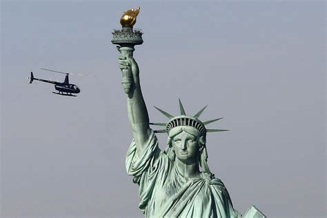 Lade Liberty by Statue Of Liberty To Reopen Despite Government Shutdown