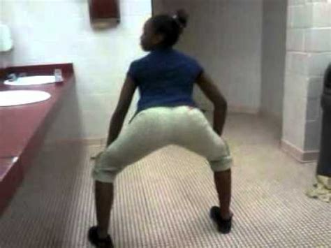 Twerking Dha Bathroom Youtube