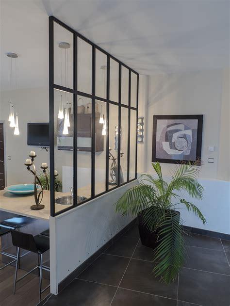 escalier entre cuisine et salon garde corps escalier design et verrière sur mesure en