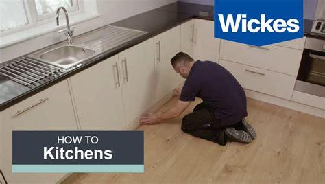 fit  kitchen plinth pelmet  cornice