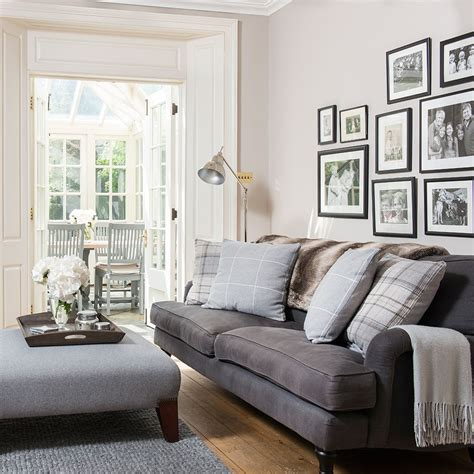Living Room Wallpaper Neutral by Ih Nov 17 P26 Neutral Living Room With Framed Prints