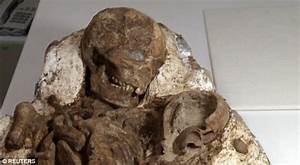 4,800 year old fossil of a mother cradling her baby found ...