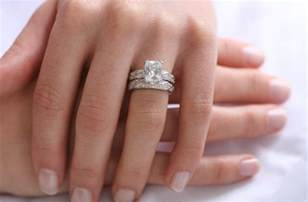 how do you wear wedding rings do you wear your engagement ring on your wedding day everafterguide