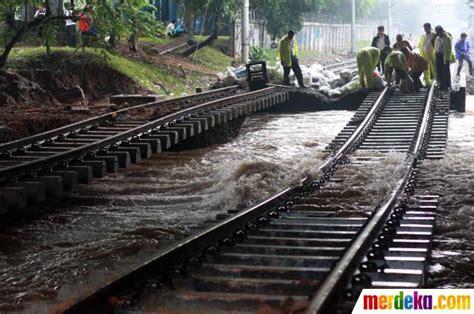 foto rel kereta api bengkok  latuharhari menteng