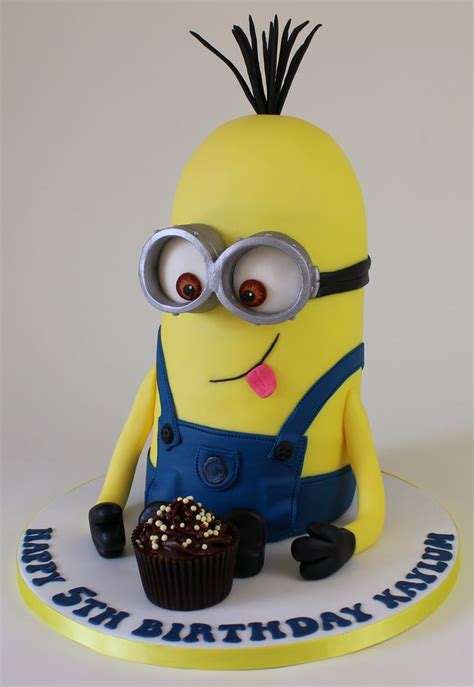 tall minion cake kevin   minion cakes