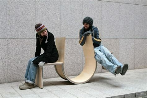 chaise qui se balance designs innovants de mobilier urbain archzine fr