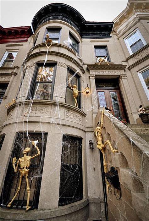 skeletons climbing house skeletons climbing on house by mrslimestone lots of spooky design ideas hallowe en