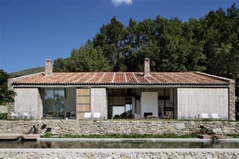 Tiny Haus Auf Rädern by Arquitectura Rural 193 Baton Transforma Un Establo De