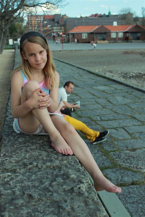 little girl posing images - usseek.com