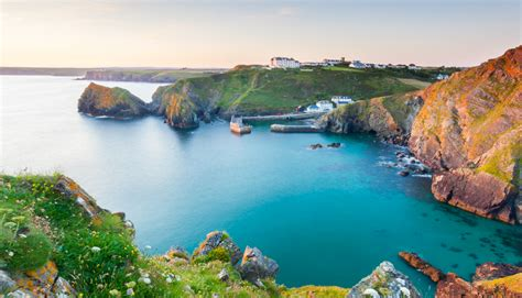 cottage cornwall discover cornwall things to do in cornwall sykes cottages