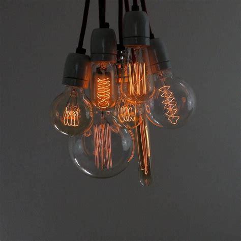 Leuchtet Eine Glühbirne by Lenb 252 Ndel Aus Vintage Gl 252 Hbirnen We It Retro