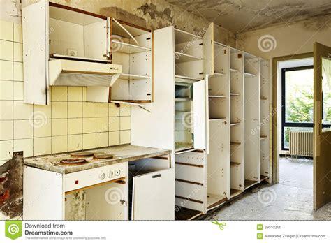 vieille cuisine vieille cuisine détruite image stock image 28010211