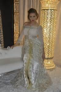 mariage marocain en tendance style mariage takchita et caftan marocain en couleur blanche boutique vente caftan