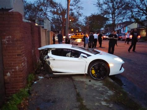 crashed white lamborghini teen celebrity news justin bieber crashes lambo in los