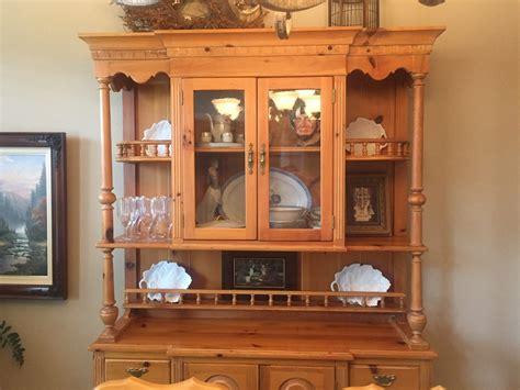 selling   dining room set link taylor pine
