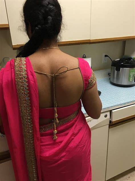 aunties saree blouse cleavage images aunty sexy boob curves