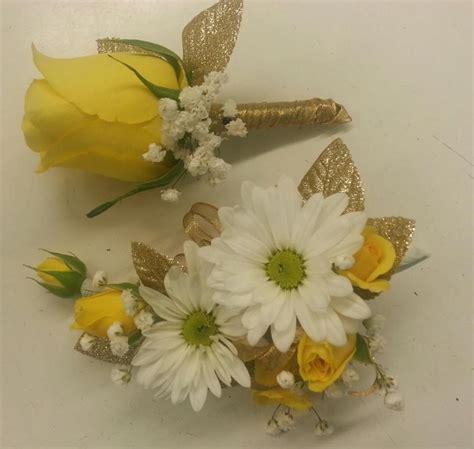 wedding anniversary corsage  boutonniere designer
