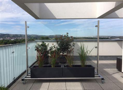 windschutz aus glas mobiler glas windschutz f 252 r balkon garten terrasse