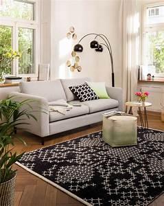 Haus Mit Dem Rosa Sofa : die besten 25 2er sofa ideen auf pinterest ikea sofa ~ Lizthompson.info Haus und Dekorationen